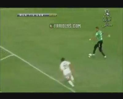 شاهد أغرب هدف ضائع في الدوري الجزائري ( فيديو)