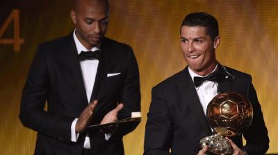 رونالدو أفضل لاعبي العالم للمرة الثالثة بعد فوزه بجائزة الكرة الذهبية