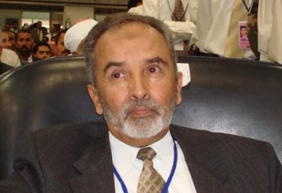 """رئيس حزب الإصلاح """" اليدومي """" يُغازل الرئيس السابق """" صالح """" ويدعوه إلى التقارب"""