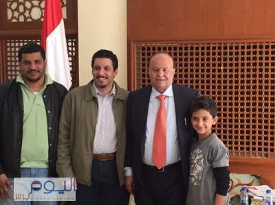 (صوره) الدكتور أحمد بن مبارك يزور الرئيس هادي بعد الإفراج عنه من قبل الحوثيين