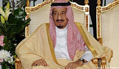 الملك سلمان بن عبد العزيز يوجه بصرف راتبين للموظفين ومكافآت للطلاب السعوديين ويصدر أوامر ملكية هامة ( نصها )