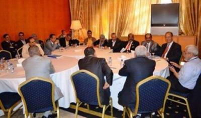 """القوى السياسية تستأنف مفاوضاتها اليوم والحوثيون يهددون بتفويض """" اللجان الثورية"""""""