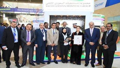 طبيبة يمنية تنال جائزة ثاني أفضل جراح للعام 2015 في مؤتمر الصحة العربي بدبي