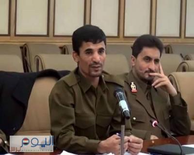 صورة وحدث - علي أبو الحاكم بالزي العسكري في إجتماع اللجنة الأمنية العليا - وناشطون يُسمون له رتبة عسكرية