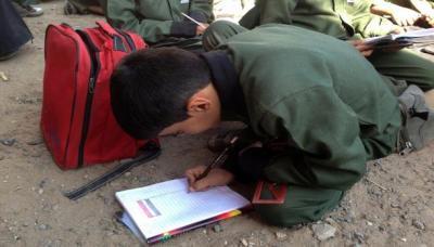 تلاميذ اليمن.. مليونان منهم يتابعون دراستهم على الأرض