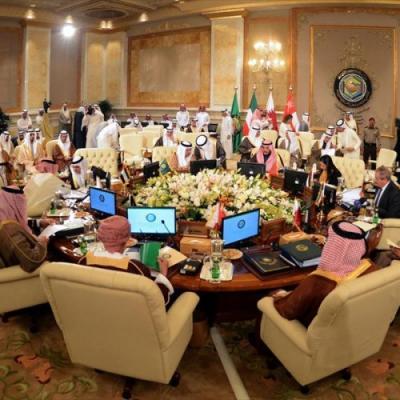 ماهي العقوبات القادمة التي ستتخذها دول الخليج ضد جماعة الحوثي والتي ستنعكس سلباً على اليمن ؟