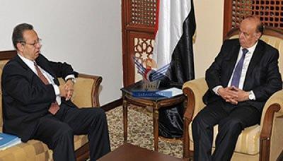 جمال بنعمر يكشف عن الحالة التي يعيشها الرئيس هادي والحصار المفروض عليه من قبل الحوثيين أثناء زيارته له ( تفاصيل)