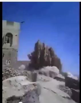 شاهد بالفيديو - إمرأة تصرخ على المسلحين الحوثيين عقب تفجير أحد المنازل اليوم بمديرية أرحب