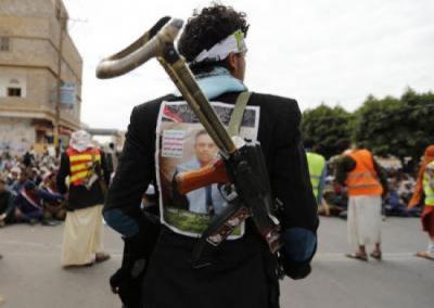 الحوثيون يتجهون نحو إنهاك الجيش وإحلال اللجان الشعبية بدلاً عنه واستعددات للمعارك في شبوة