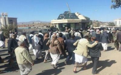 مصدر يكشف سبب إستمرار الحوثيين بالهجوم على معسكر القوات الخاصة بصنعاء رغم مقتل أحد الضباط وتدخل الوساطة