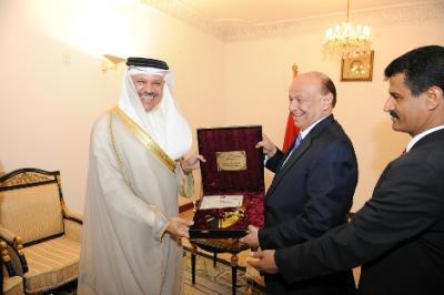 مصدر يكشف عن السبب الرئيسي لزيارة أمين عام مجلس التعاون الخليجي للرئيس هادي إلى عدن