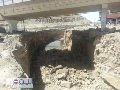مصدر مسؤول يكشف حقيقة الأنباء التي تناولت تصدٌع جسر مذبح بصنعاء وأسباب تعثر النفق التابع له