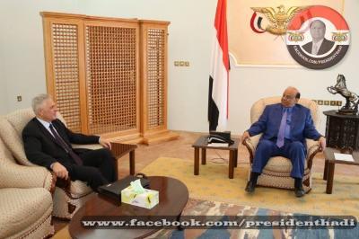 الرئيس هادي يلتقي السفير الروسي بعدن