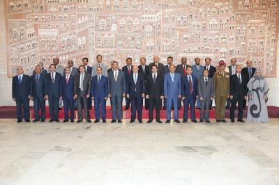 15 وزيراً وخمسة نواب وزراء في حكومة بحاح يجتمعون في عدن ( الأسماء)