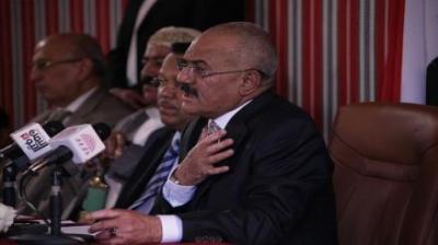 """الرئيس السابق """" صالح """" يجتمع بشباب من تعز ويُذكرهم بالتسريب الأخير الذي ظهر فيه الرئيس هادي وهو يشتم أبناء تعز"""
