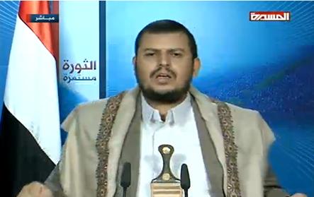 """ما هو الشيئ الجديد الذي ظهر بجوار """" عبد الملك الحوثي في خطابه مساء اليوم على خلاف الخطابات السابقة ؟"""