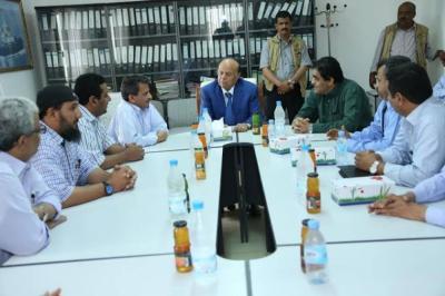 الرئيس هادي يتعرض لموقف مُحرج أثناء زيارته لمصافي عدن نظراً لغياب مسؤولي المصافي