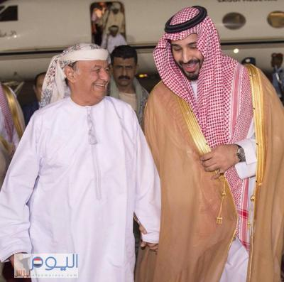 عاجل : (شاهد صورة ) الرئيس هادي أثناء وصوله الرياض بالزي العماني