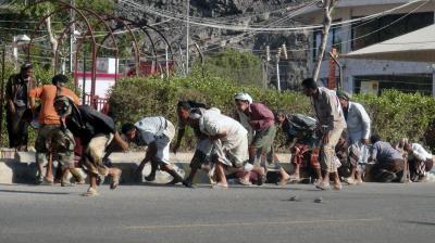 الحوثيون ينسحبون من مواقع في عدن بعد تلقيهم ضربات جوية