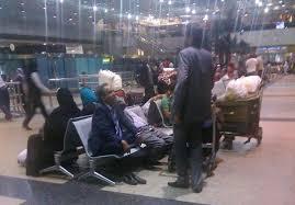 يمنيّون ينتظرون العودة
