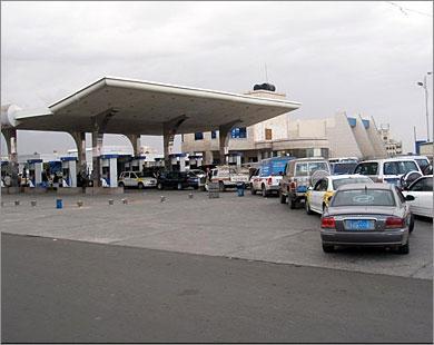الحوثيون يتسببون بأزمة المشتقات النفطية داخل العاصمة صنعاء