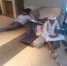 اليمنيون يوجهون نداء إستغاثة من مطارات العالم