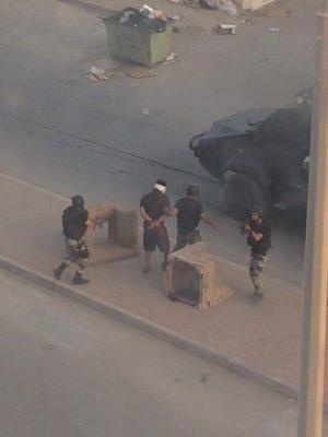 ( بالصور) الأمن السعودي يلقي القبض على قتلة رجال الأمن أثناء مداهمة العوامية