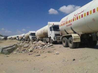 مصادر تكشف عن قيام الحوثيين بسحب إحتياطي المشتقات النفطية