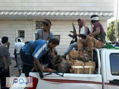 ( بالصور - والأرقام ) المقاومة الجنوبية بعدن تداهم مجموعة من المنازل وتتمكن من السيطرة على أسلحة وذخائر متنوعة