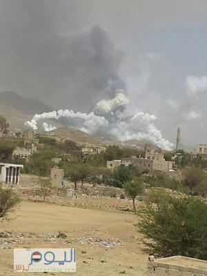 ( بالصور) أثناء تفجير طيران التحالف مخازن الأسلحة التابعة للواء 140 دفاع جوي بمنطقة ضلاع بصنعاء