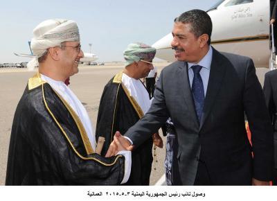 """نائب الرئيس اليمني """" بحاح """" يصل سلطنة عمان ( صور)"""
