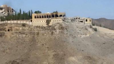 """صور تظهر الدمار الذي لحق بمنزل الرئيس السابق صالح بمسقط رأسه والمسمى بـ """" حصن عفاش"""""""