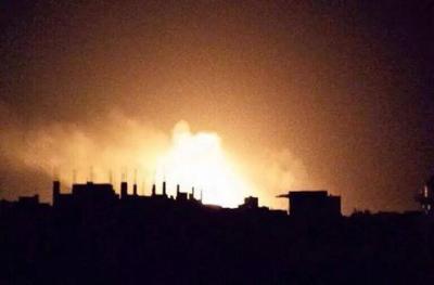شاهد 5 صور من الإنفجارات العنيفة وإحتراق مخازن الأسلحة بقيادة القوات الجوية مساء أمس بصنعاء