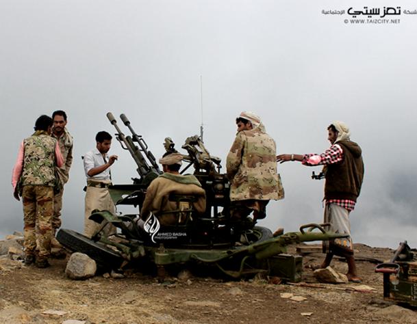 معسكر قوات الأمن الخاصة بقبضة المقاومة بتعز والحوثيون يحشدون ويتقدمون باتجاه شارع الأربعين