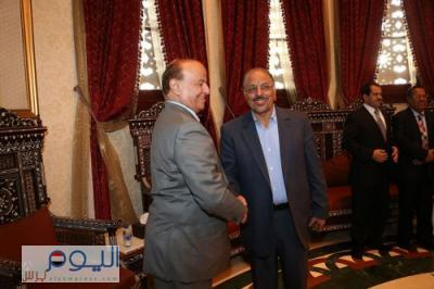الرئيس هادي يغادر الرياض بصحبة اللواء علي محسن الأحمر
