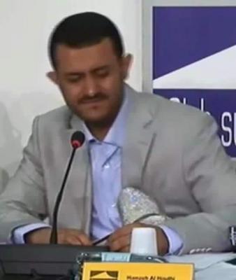 شاهد بالفيديو.. يمنية ترشق الحوثي بحذاء في جنيف