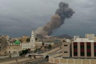 """غارات جوية تستهدف قيادة الحرس الجمهوري """" الإحتياط """" بالعاصمة صنعاء"""