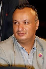 """الصحفي المؤتمري """" سام الغباري """" يهاجم حمزه الحوثي ويقول : توقعوا مفاجأة بصاروخ أو جزمه"""