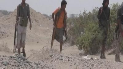 فيديو - يمني بساق واحده يقاتل الحوثيين