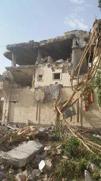 غارات جوية لطيران التحالف بالخطأ تستهدف أحد المنازل بصنعاء وتخلف قتلى وجرحى ابرياء ( صورالمنزل المستهدف)