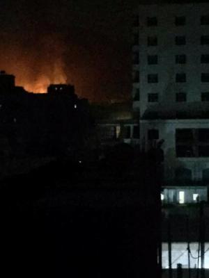 غارات جوية عنيفة أعقبها حرائق استهدفت مواقع بالعاصمة صنعاء ( أسماء المواقع المستهدفة )