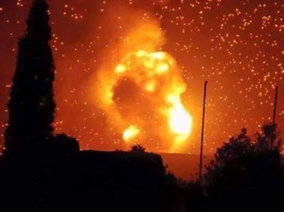 إنفجارات عنيفة لمخازن الأسلحة  والصورايخ والتي تُسمع من أحد المعسكرات عقب غارات جوية  ( تفاصيل المواقع المستهدفة )