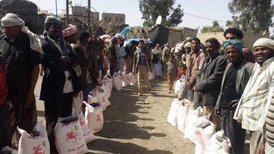 مؤسسة الورود الخيرية توزع مساعدات غذائية ل 2450 أسرة بثلاث محافظات