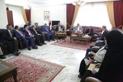 بحاح يبدأ مهمة إستقطاب الدبلوماسيين اليمنيين وسفارات اليمن في الخارج وفصلهم عن القرار الحوثي