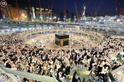 شاهد بالصور منظر مُهيب من المسجد الحرام بمكة المكرمة في ليلة 27 من رمضان