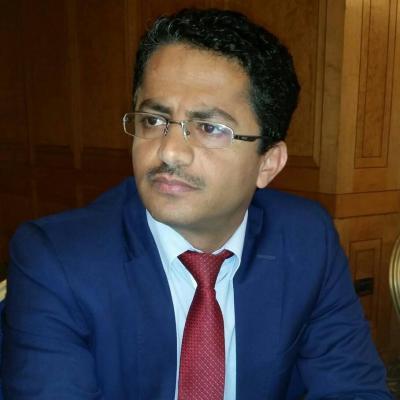 """علي البخيتي يصف رئيس قطاع التلفزيون  """" الحوثي """" عبد الرحمن العابد """" بالحقير والمنحط """" بعد قذفه وشتمه لبنات عدن"""