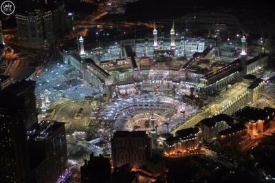 شاهد بالصور مناظر مُهيبة في ليلة ختم القرآن من المسجد الحرام بمكة والمسجد النبوي بالمدينة المنورة