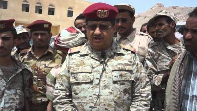 العميد هاشم الأحمر والقيادي الإصلاحي منصور الحنق يرافقان اللواء المقدشي - تفاصيل