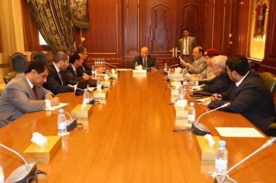 اللواء علي محسن الأحمر يظهر من جديد في إجتماع مجلس الدفاع الوطني وقرار جديد يصدر عن الإجتماع ( صورة)
