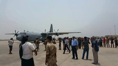 وصول أول طائرة قطرية إلى عدن